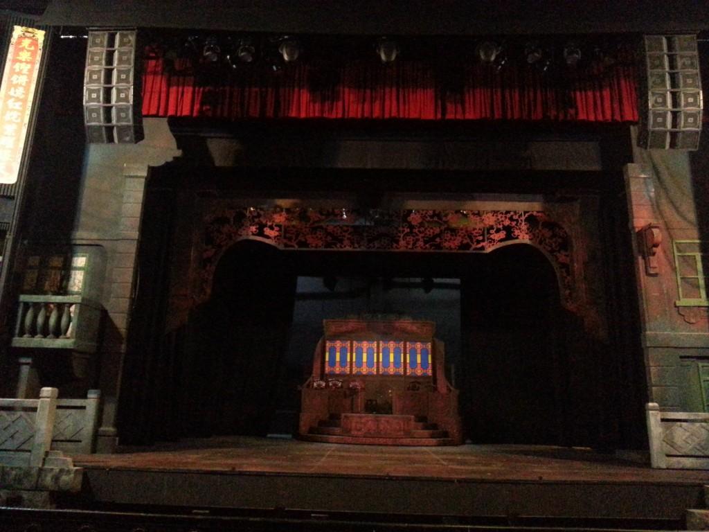 舞台設計很華麗悅目