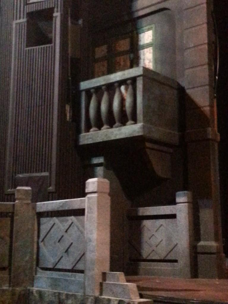 配合劇情需要,搭建了一個露台,很像真