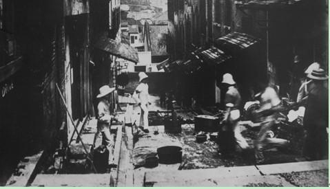 工作人員在進行清理工作 (圖片來源﹕互聯網)
