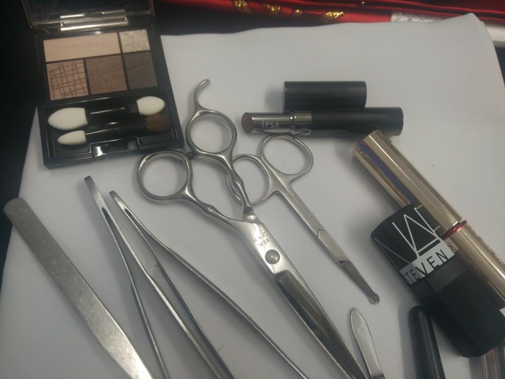 除了一般化妝品外,Wendy表示有時需要用到一些特別的物料協助化妝。
