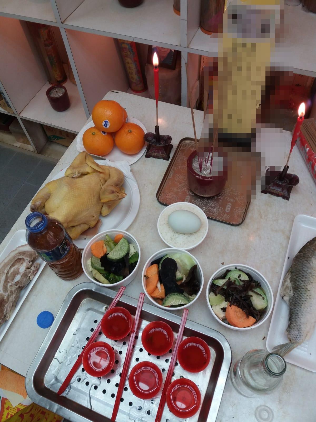 鴨蛋,是中國人拜祭先人的三牲祭品之一,故鴨蛋常見於拜山祭祖之時 (資料和圖中由Wendy 提供)