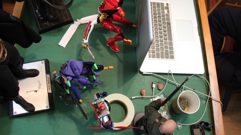 Derek 的工作間,少不了玩具