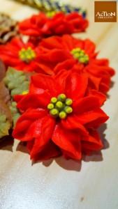 曲奇共三款造班型,其中是一款是聖誕花。
